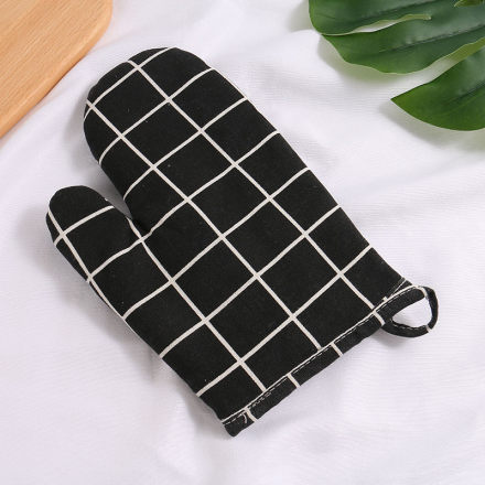 Plaid Heat-Resistant Oven Mitt (Black)