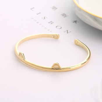 [XVFAJ00379] Golden Cat Ears Bangle Bracelet