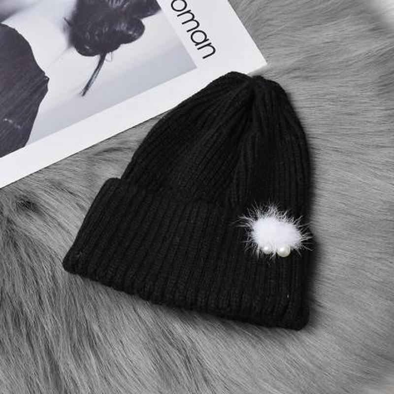 Interesting Hair Ball Knit Hat (Black)